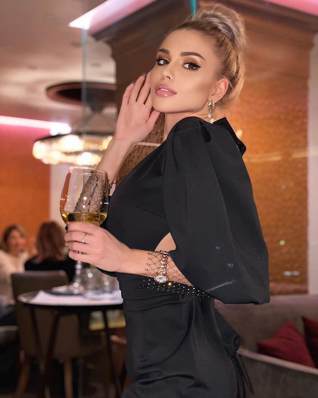Anastasiya-Timonina-Wallpapers-Insta-Fit-Bio-10