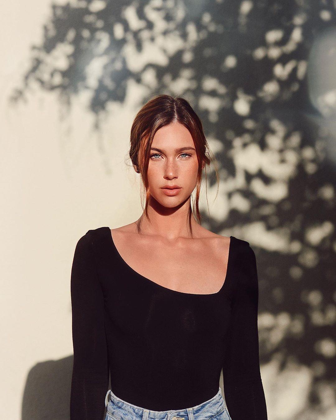 Maggie-Keating-Wallpapers-Insta-Fit-Bio-4