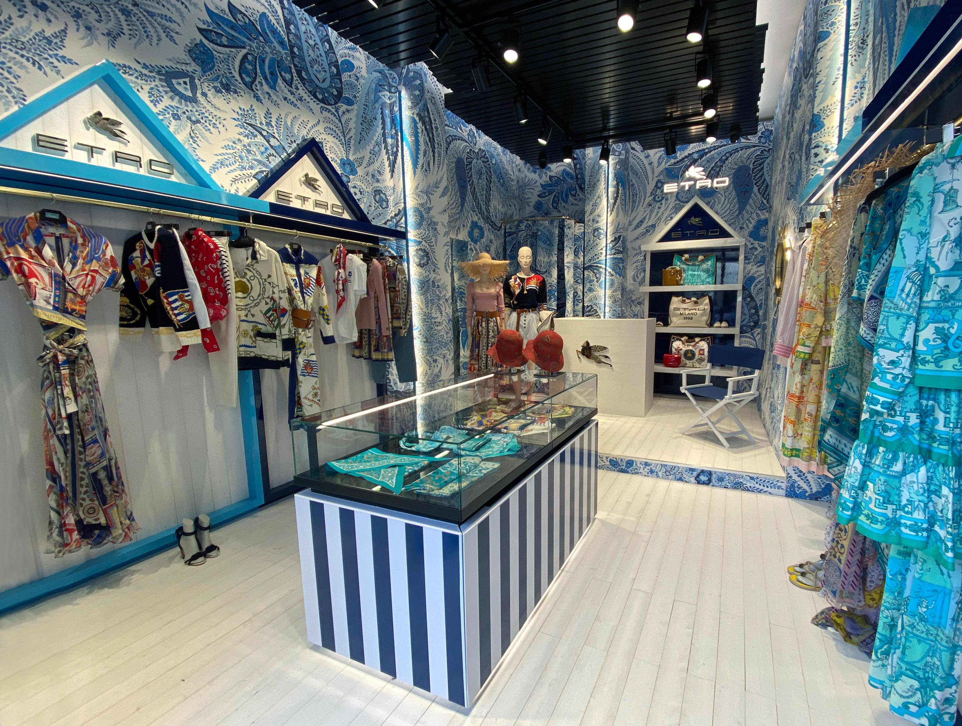 Etro, il pop-up store estivo a Forte dei Marmi e la capsule beachwear