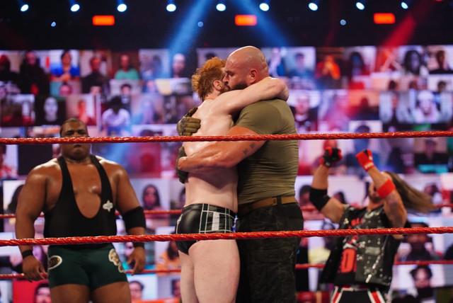Strowman en el equipo RAW en Survivor Series