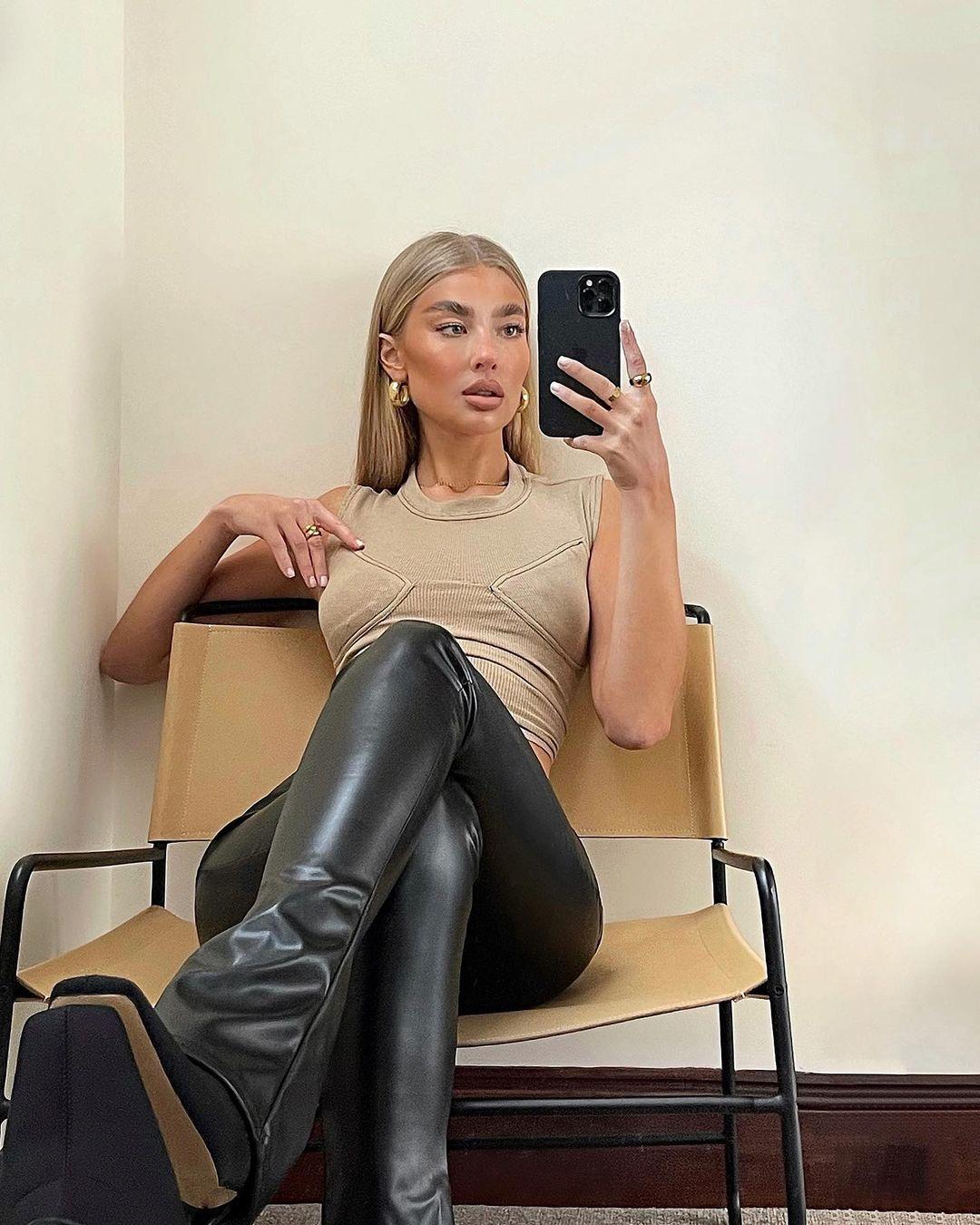Jess-Hunt-Wallpapers-Insta-Fit-Bio-8
