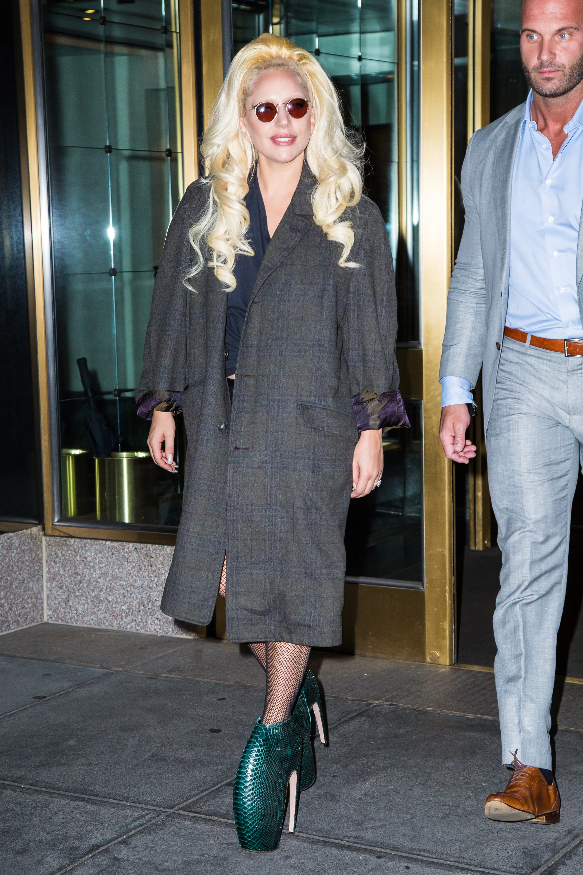 7-26-15-Leaving-her-apartment-in-NYC-001