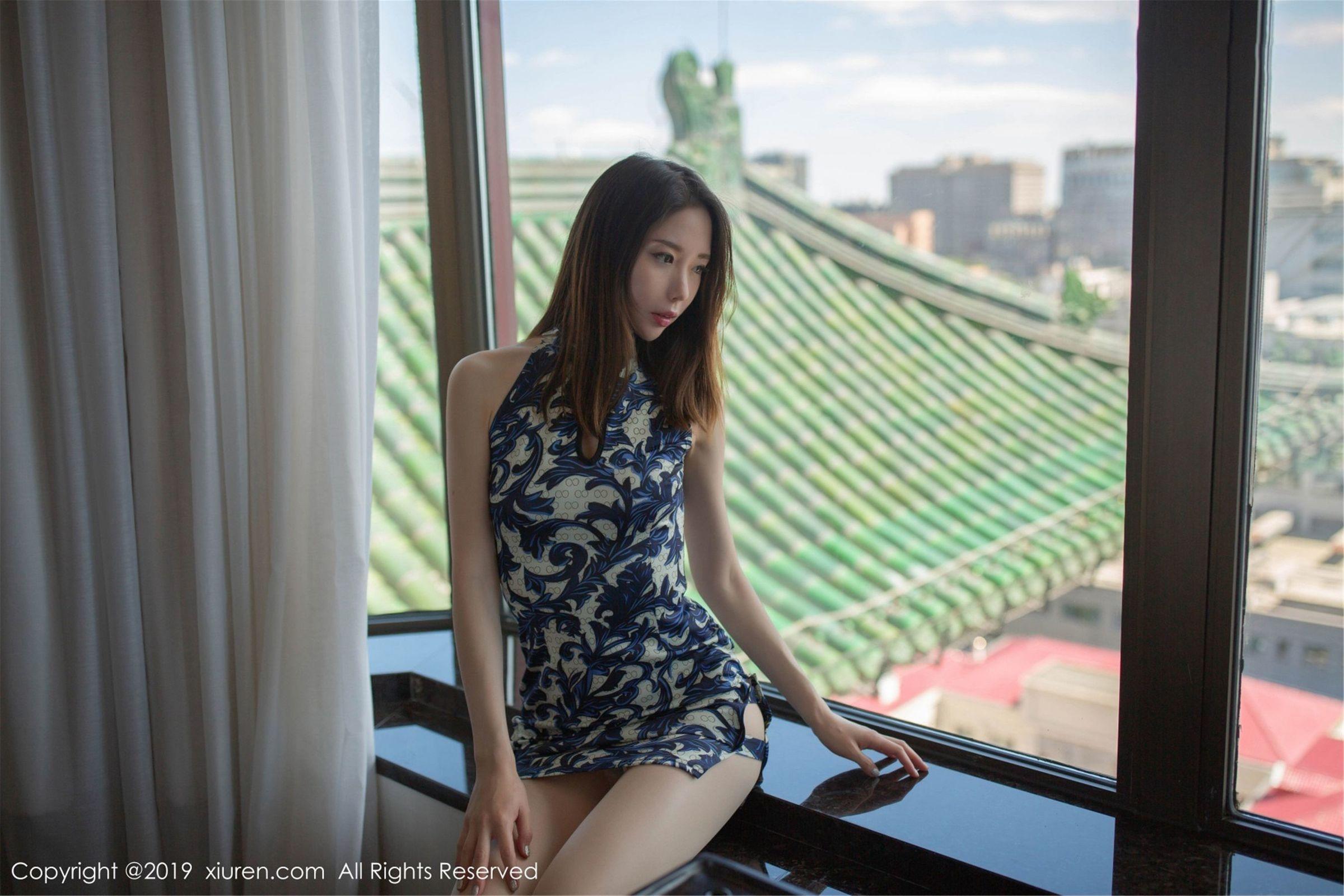 [XIUREN秀人] No.1564 模特@梦心月旗袍丝袜写真