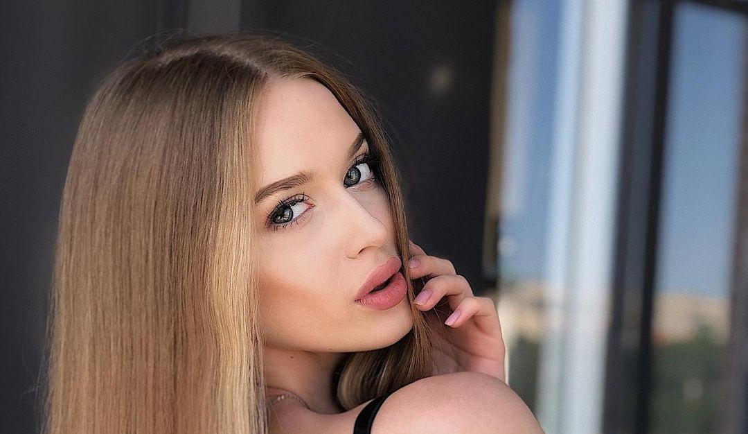 Angelina-Samokhina-Wallpapers-Insta-Biography-11