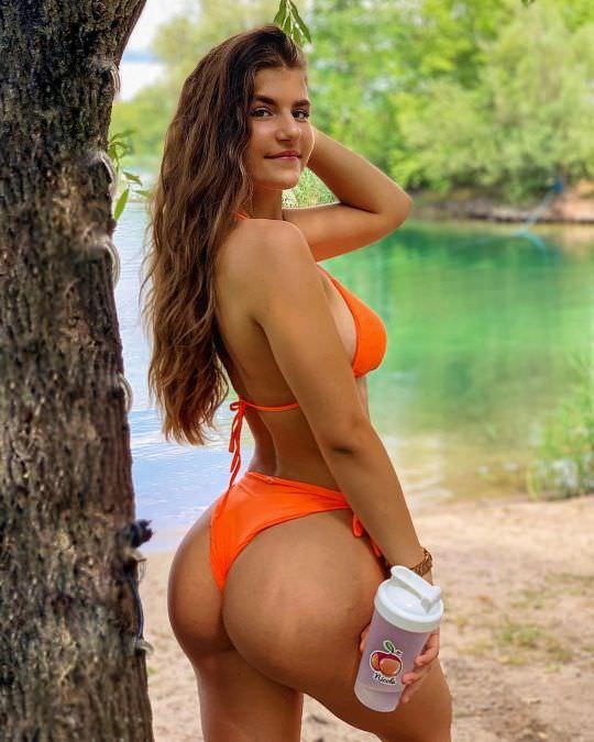 Nicole-Dobrikov-thotseek-com-08-11-20-04-24-2108129693266910937-1622074493