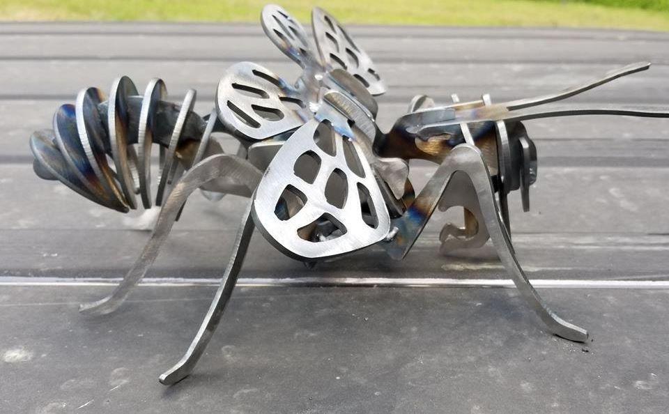 PLASMA CUT STEEL BEE GARDEN ART 1
