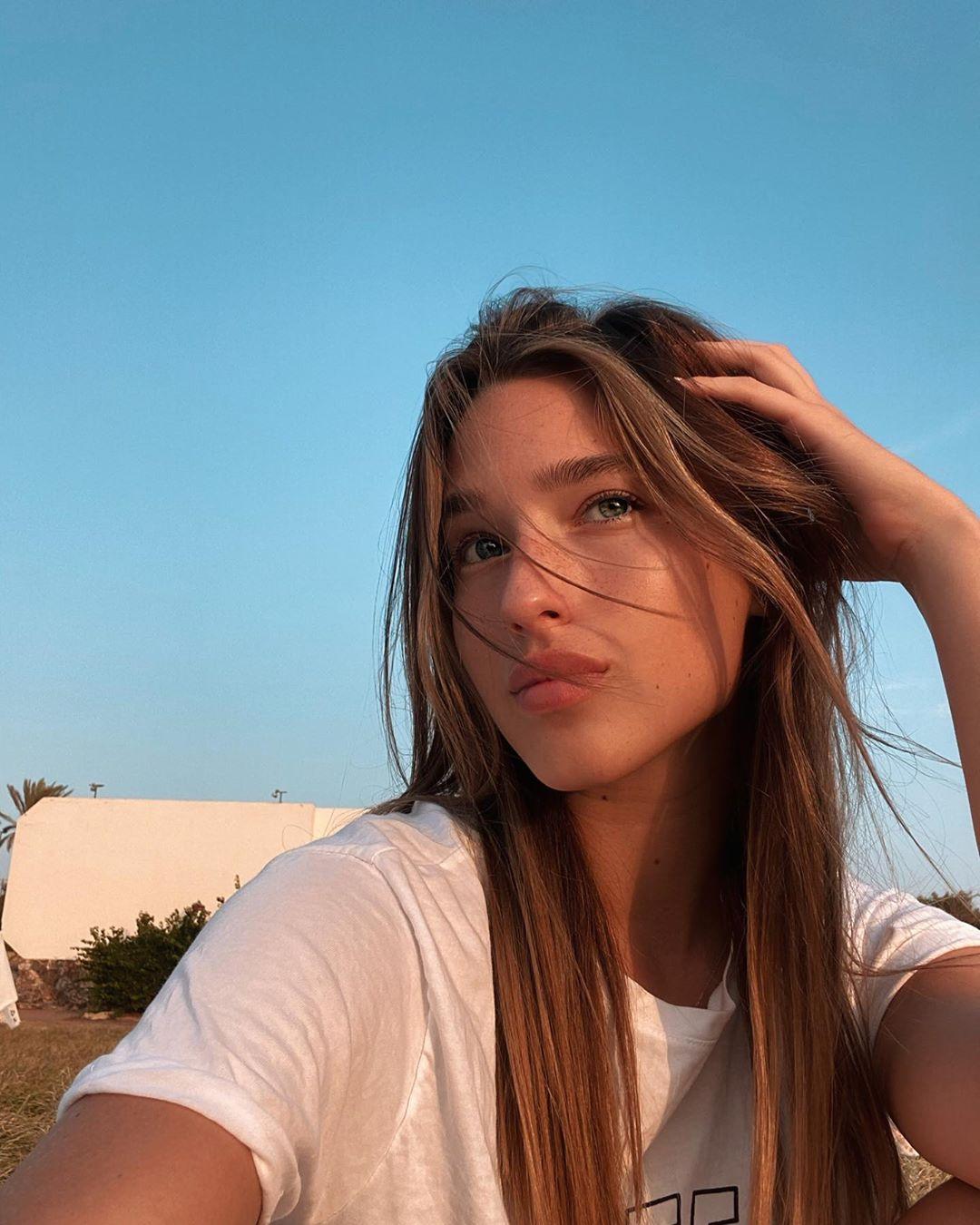 Tanya-Lauren-Wallpapers-Insta-Fit-Bio-10