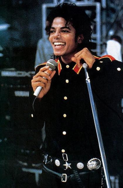 Michael-Jackson-michael-jackson-8162093-327-500