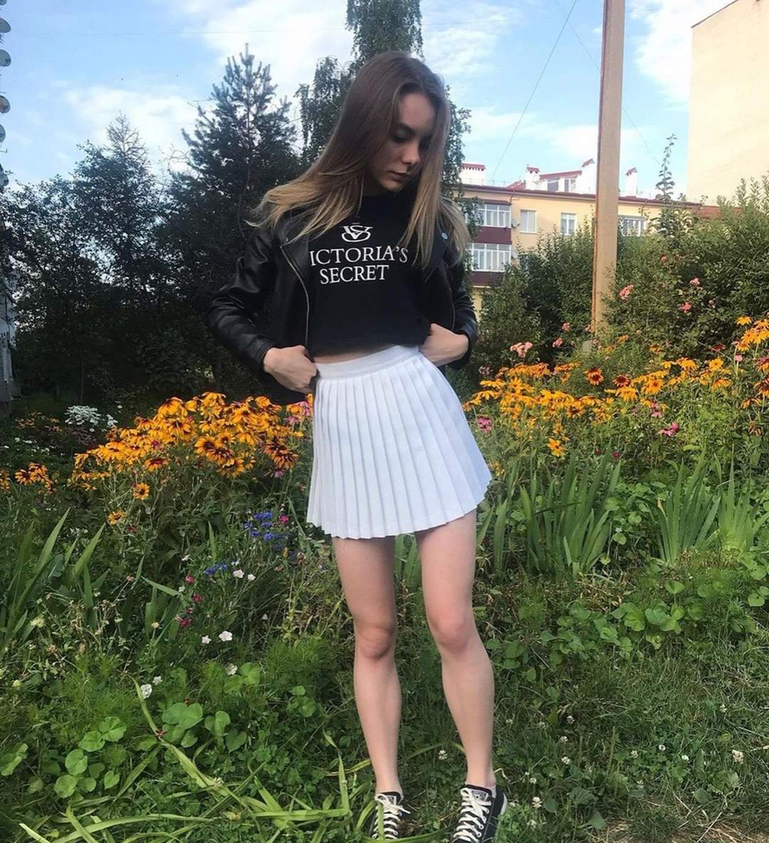 Christin-Black-Wallpapers-Insta-Fit-Bio-5