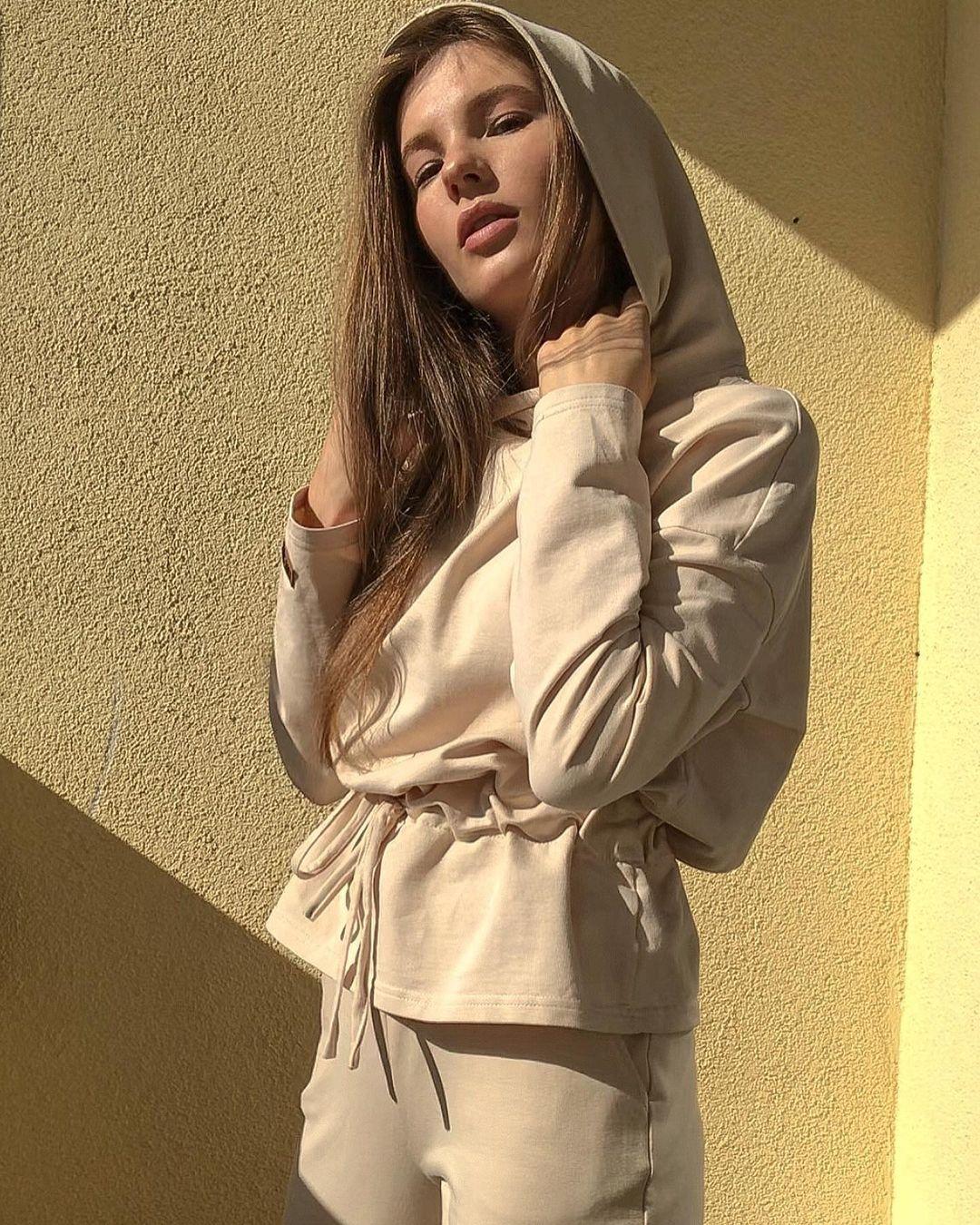 Anna-Kudinova-Wallpapers-Insta-Fit-Bio-2