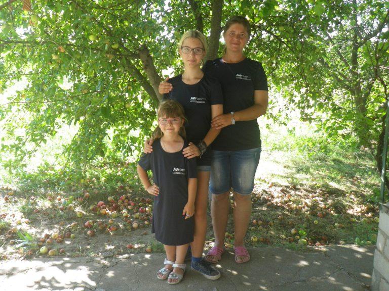 Евгения с дочками на раскопках античного полиса Ольвия
