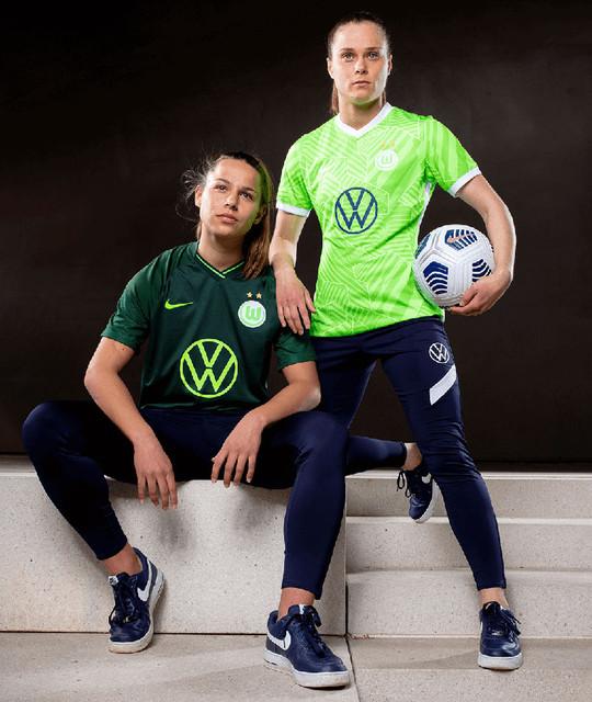 vfl-wolfsburg-2021-22-nike-kits-1