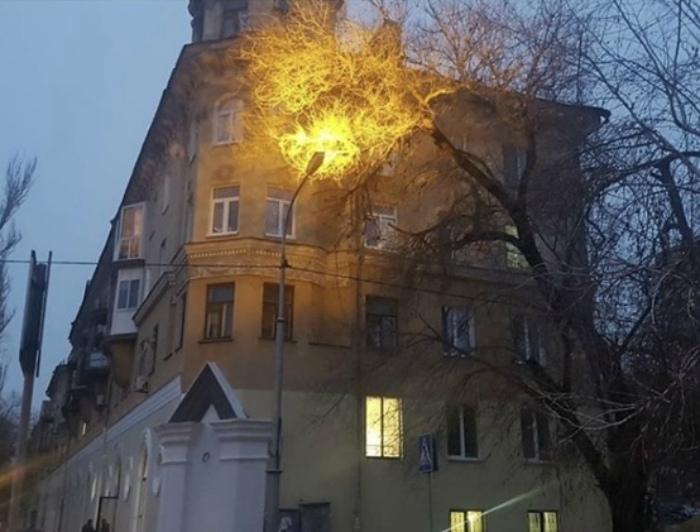 Фонарь, который светит в небо.   Фото: Ucrazy.