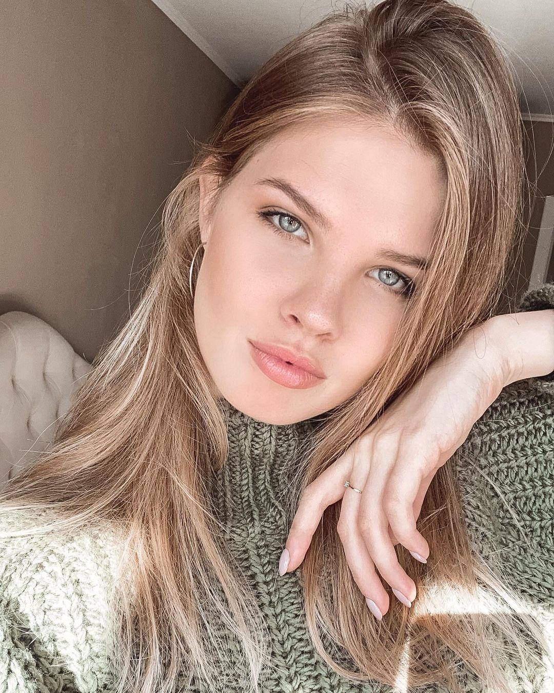 Mariia-Arsentieva-Wallpapers-Insta-Fit-Bio-13
