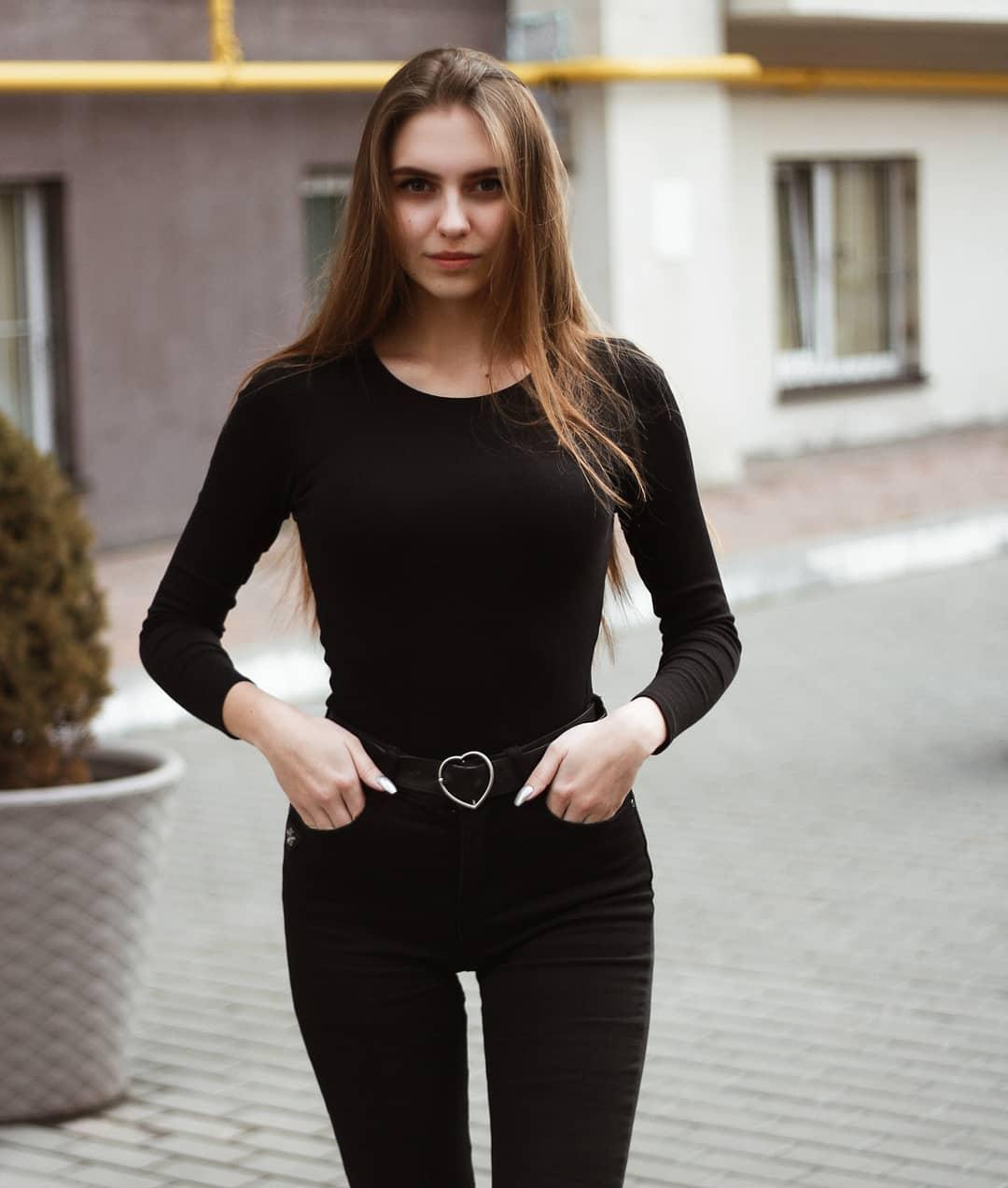 Katya-Melnyk-Wallpapers-Insta-Biography-5