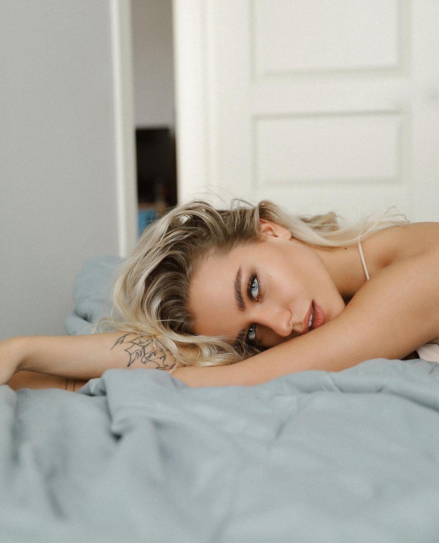 Alexandra-Burimova-Wallpapers-Insta-Fit-BIo-5
