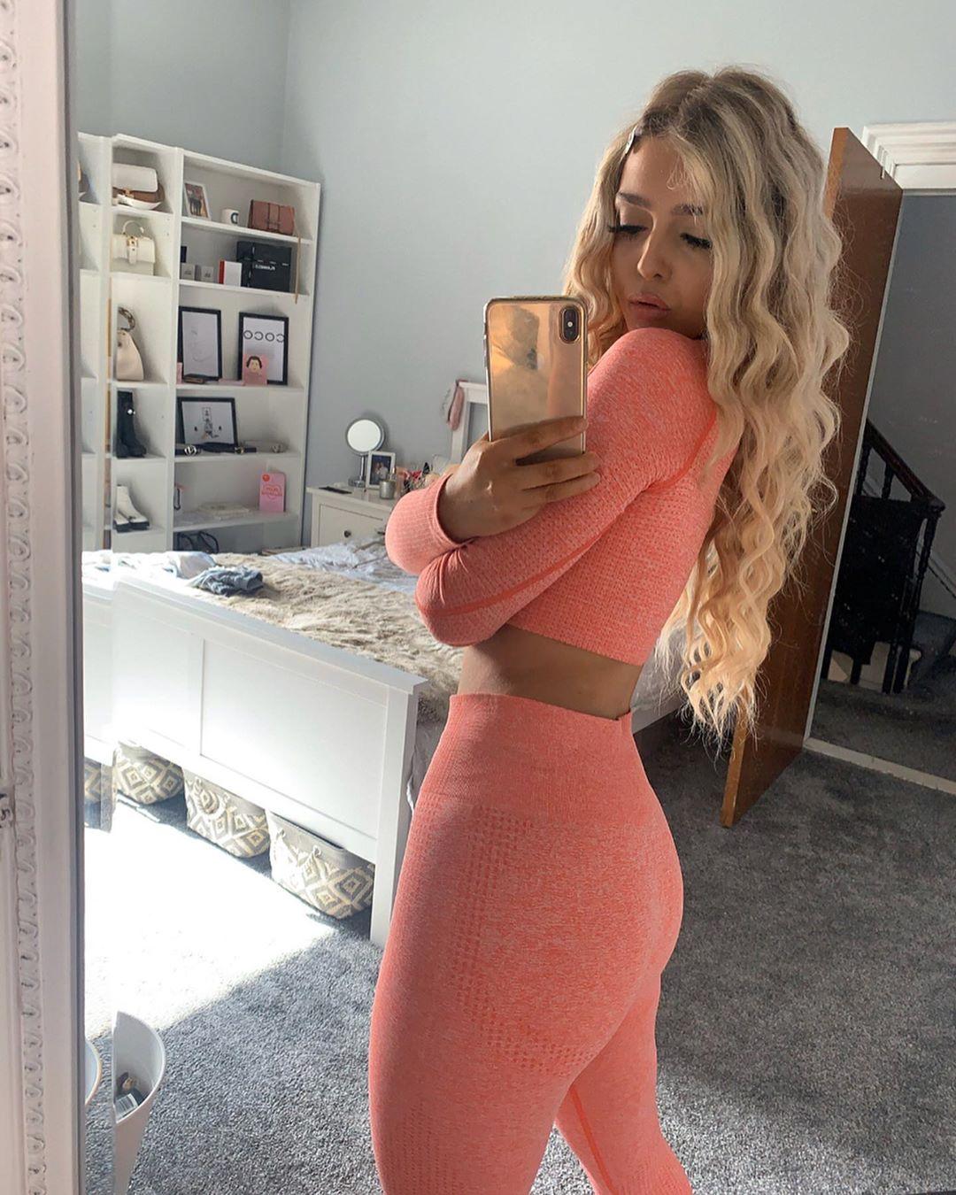 Chloe-Powell-Wallpapers-Insta-Fit-Bio-2