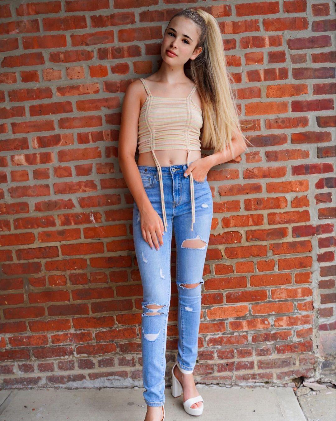 Lexia-Hayden-Wallpapers-Insta-Fit-Bio-11