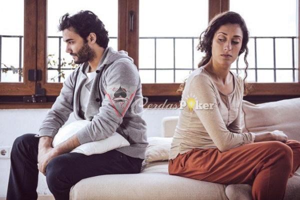6 Alasan Jangan Bertahan dalam Hubungan Hanya Agar Pacarmu Berubah