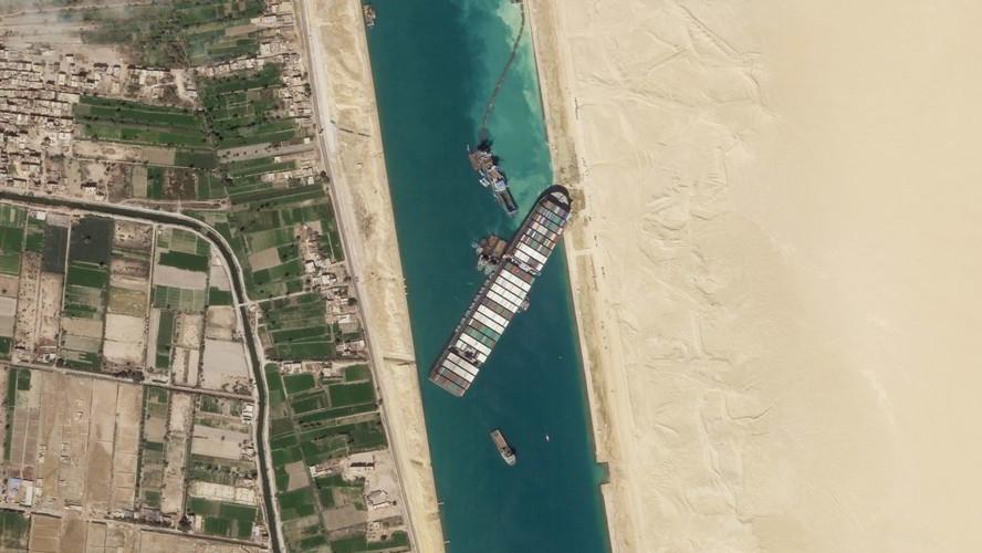 VIDEO Nave Ever Given Canale di Suez, il più grande ingorgo marittimo del mondo