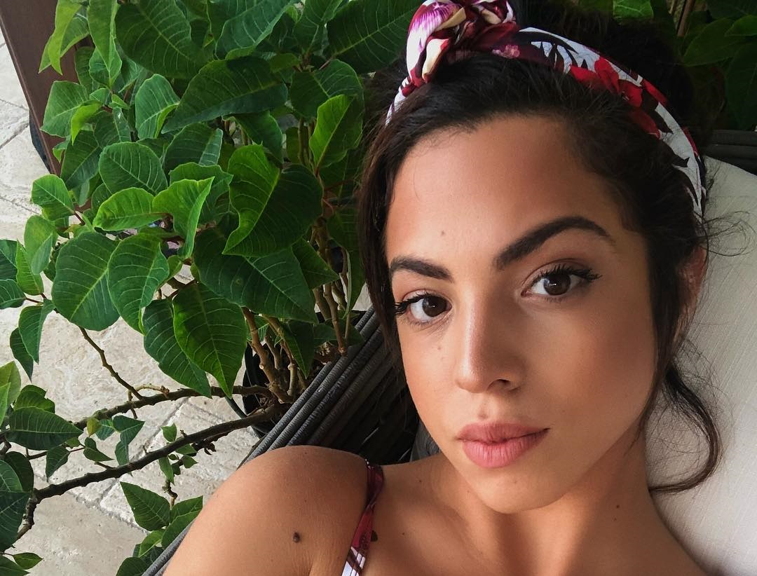Danielley-Ayala-Wallpapers-Insta-Fit-Bio-5