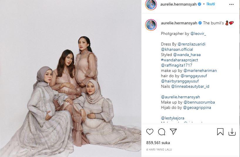 Unggahan Aurel Hermansyah saat sesi pemotretan bersama 3 rekan artis, Nagita Slavina, Paula Verhoeven, dan Lesti Kejora.