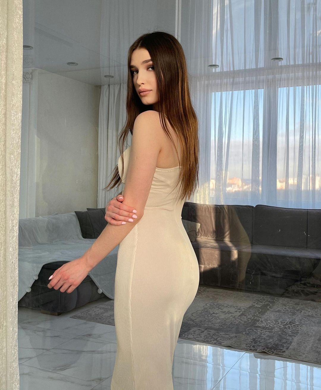 Zavrazzhnova-Wallpapers-Insta-Fit-Bio-Alexandra-Zavrazhnova-Wallpapers-Insta-Fit-Bio-2