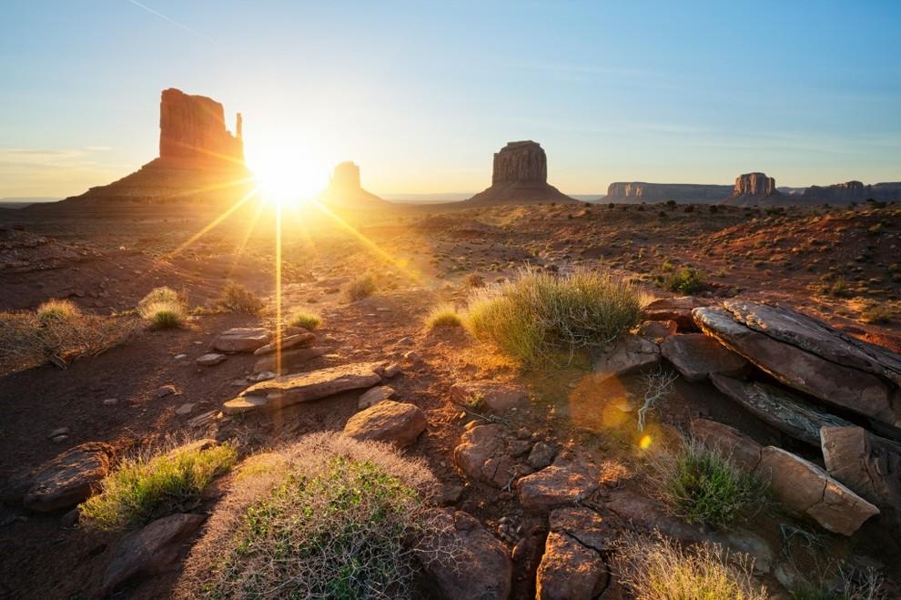 Самые живописные места разных стран в лучах восходящего солнца
