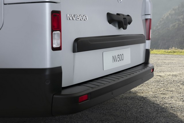 Le Nissan NV300 Combi Fait Peau Neuve New-NV300-Combi-Exterior-Rear-1200x800