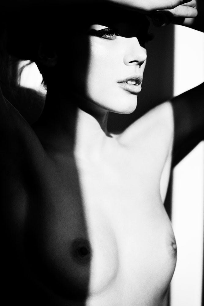 Динамичная красота в эротичных фотографиях Саймона Бродзиака 30