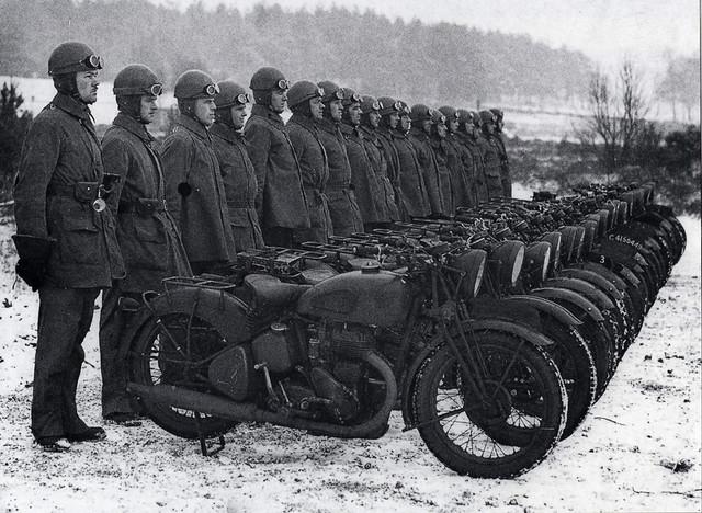 1941-CMP-motorcyclists
