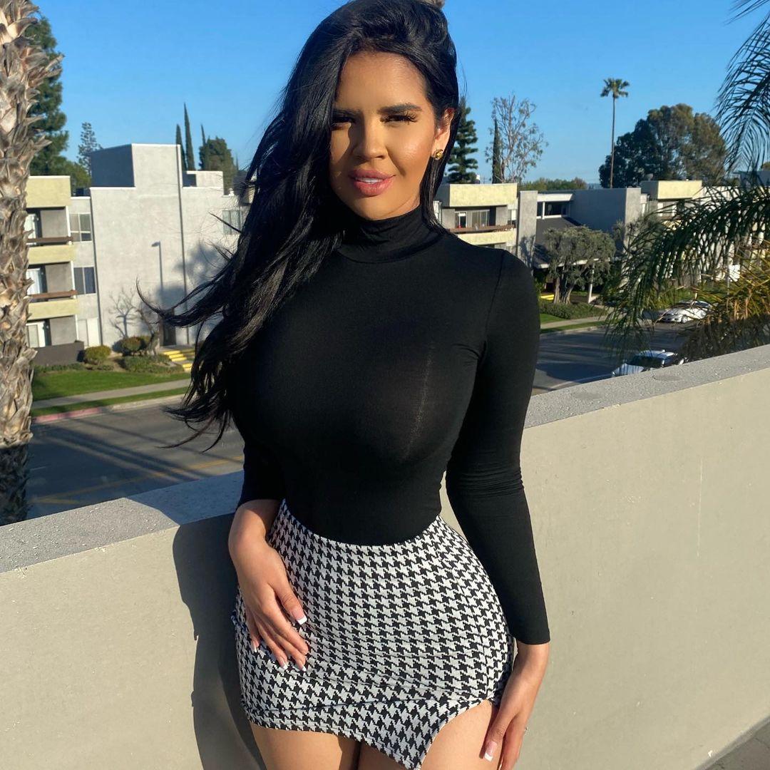 Nicole-Cruz-Wallpapers-Insta-Fit-Bio-6