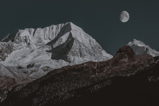 snow-covered-mountain-1428277