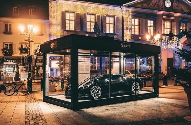 Un cadeau de Noël spécial pour la ville de Molsheim 02-la-voiture-noire-molsheim