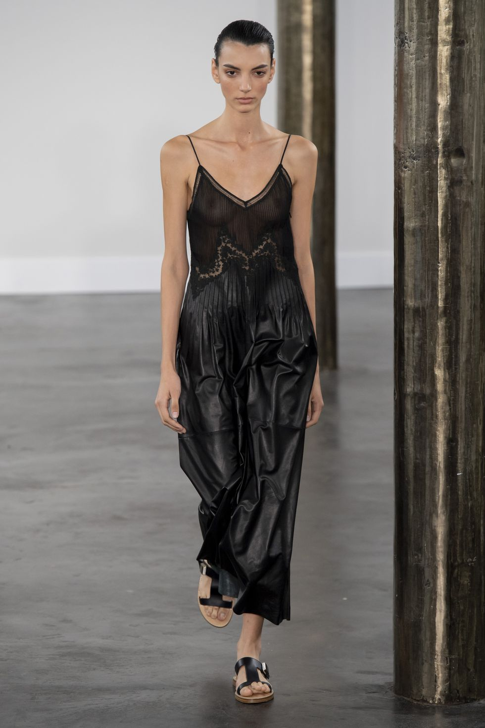 Slip dress: l'abito sottoveste must dell'estate 2021