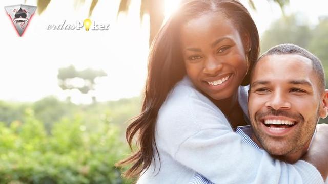 Mengetahui Kondisi Hubungan Lewat Gaya Berpelukan