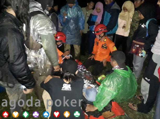 Gadis Remaja asal Jakarta Jatuh ke Jurang saat Mendaki Gunung