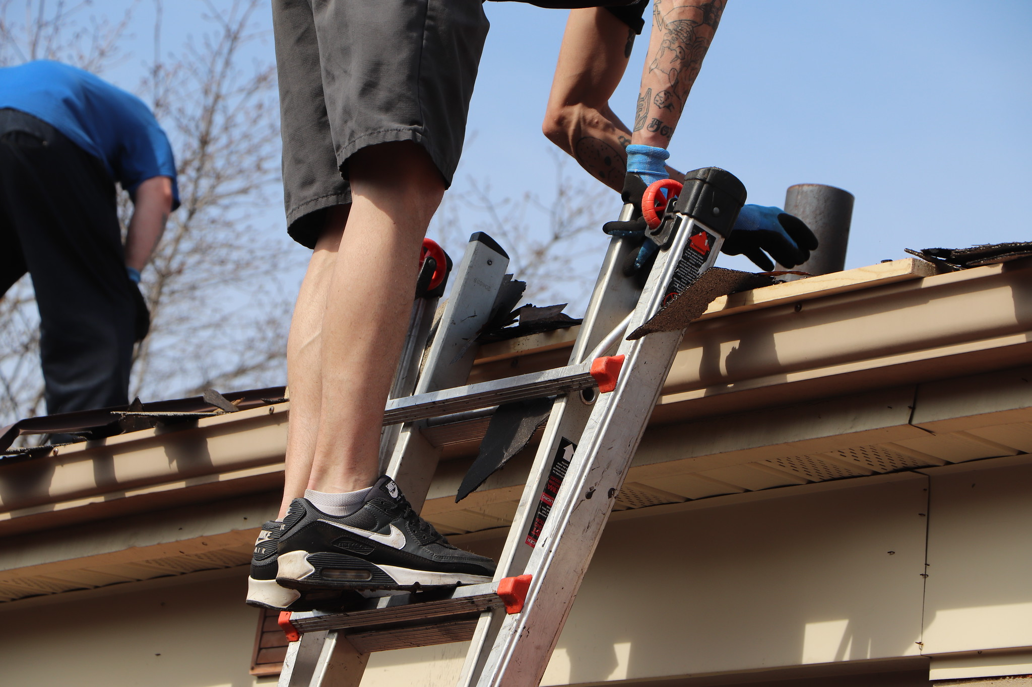 Hire the Best Roof Contractors to Maintain your Roofing Structure