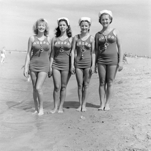 A-rescue-team-on-a-beach-in-Chicago-1940s