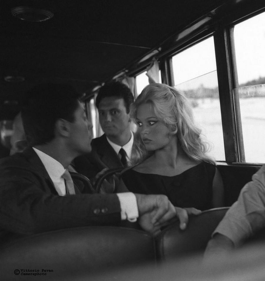 Редкие фотографии известных людей, отдыхающих в Венеции в 1950-60-е годы 4
