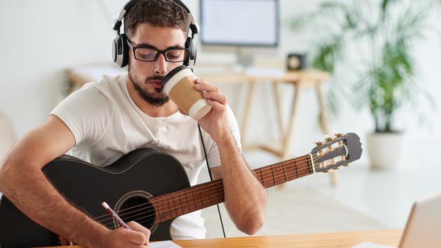 Cara Meningkatkan Teknik Gitar Anda Dan Bermain Gitar Bersih
