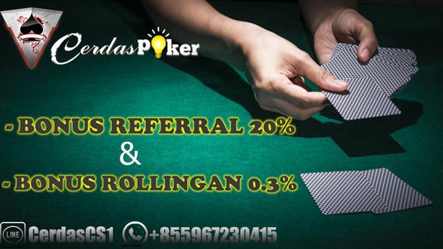 [Image: hand-holding-poker-card-green-casino-tab...881593.jpg]