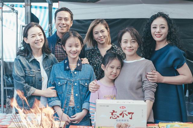 林嘉欣為新片《美國女孩》不畏隔離與莊凱勛首次交鋒扮演夫妻  在台灣的一家人祝福影片 開心送走2020歡樂迎接2021 1