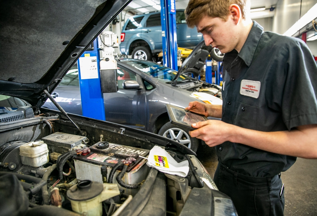What The In-Crowd Won't Let You Know About Auto Repair Service