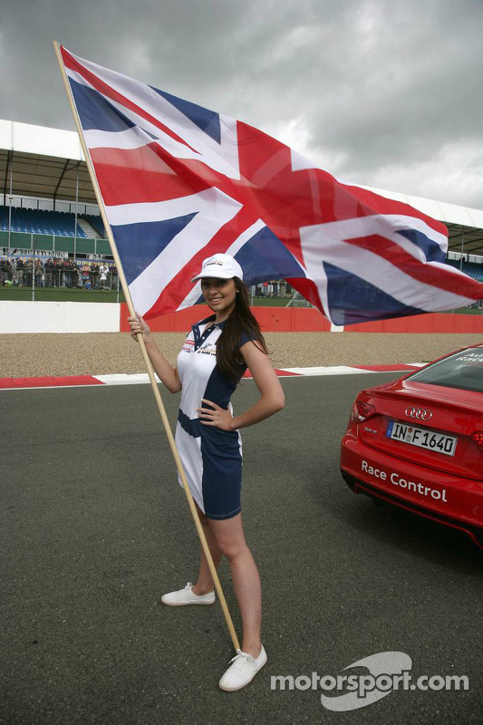 09-11-09-2011-Silverstone-Great-Britian-Gridgirl-with-the-Flag-LMS-ILMC-Series-1000km-Silverstone-Ra