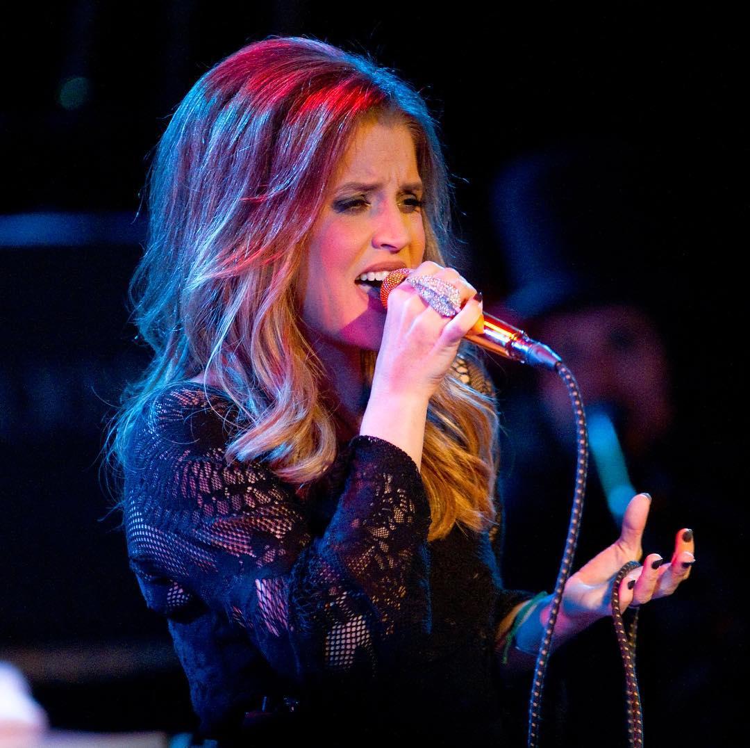 Lisa-Marie-Presley-2
