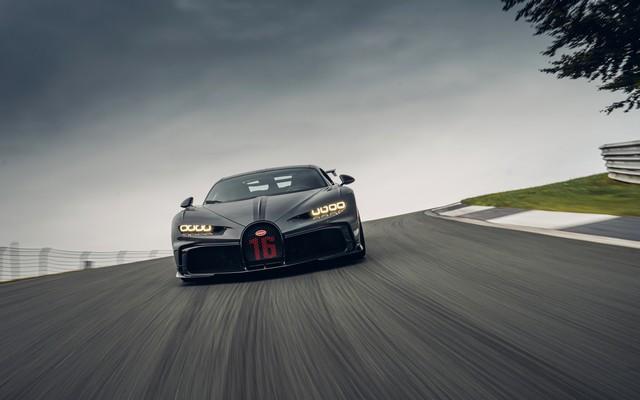 Premiers trajets en Bugatti Chiron Pur Sport 22-13-pur-sport-first-drives-jet-grey