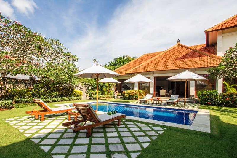 TROPICAL VILLA IN THE BEACH FRONT OF NUSA DUA - BALI