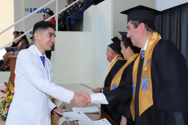 Graduacio-n-Medicina-111