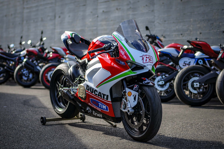 Nicky-Hayden-Ducati-Panigale-V4-tribute-34